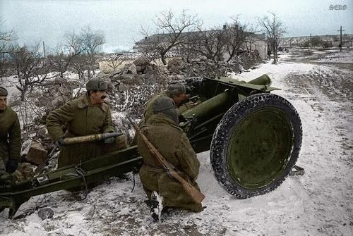 Russian soldiers during World War 2, color photo 14