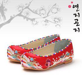 Gmarket - Korean traditional girls shoes / boys / stripe / Hanbo... http://item2.gmarket.co.kr/English/detailview/item.aspx?goodscode=175775428 $14.17 (W14,800)