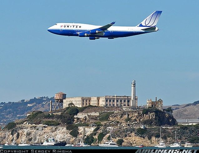 United B 747-400 over Alcatraz