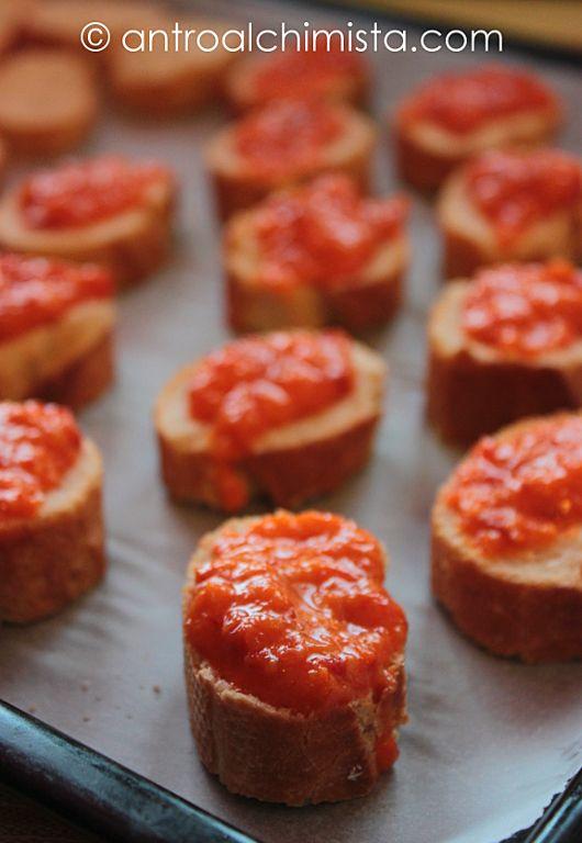 L'Antro dell'Alchimista: Crostini con Crema di Peperoni Arancioni alla Paprika Dolce - Crostini with Cream of Orange Peppers and Sweet Paprika