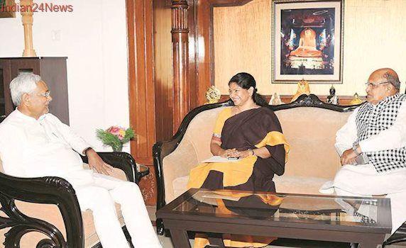 Kanimozhi invites Nitish Kumar, Lalu Prasad Yadav to Karunanidhi's birthday