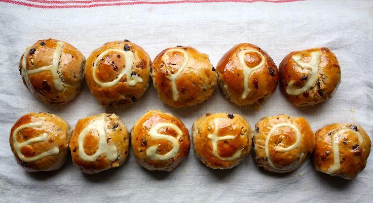 Easter buns mmmmmm