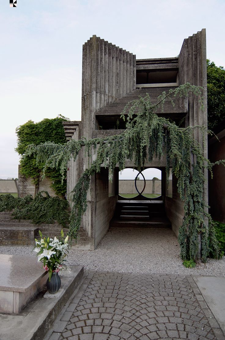 portal to tomba brion by carlo scarpa photo: hannes koelblinger