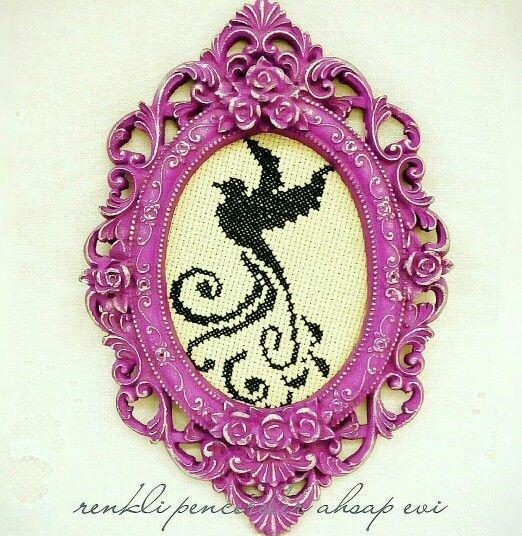 Pudra eskitme polyester antik görünümlü mor çerçeve. Renkli Pencereler Ahşap Evi / Antique look with chalk paint purple frame by Renkli Pencereler Ahsap Evi.