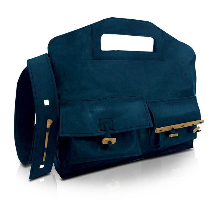 handmade leather messenger bag. http://larou.gr/product/larou-zerotwo24/