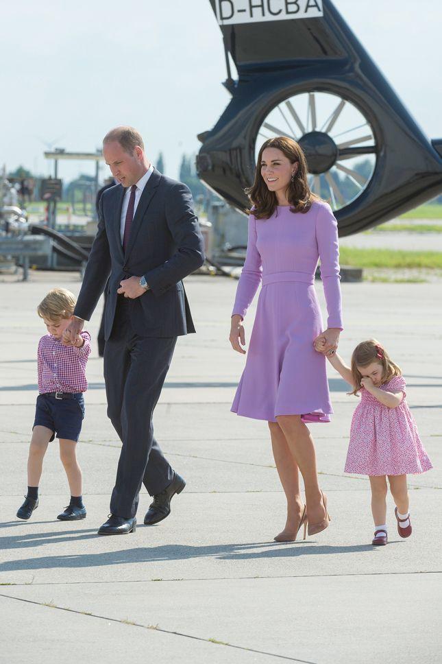 Кейт Миддлтон принц Уильям принцесса Шарлотта и принц Джордж во время визита в Польшу и Германию