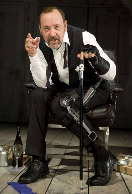 Kevin Spacey as RICHARD III  has to be one of my favorite actors anyone who would take on the wonderful old London theatre .. Since 2003, he has been artistic director of the Old Vic theatre in London.
