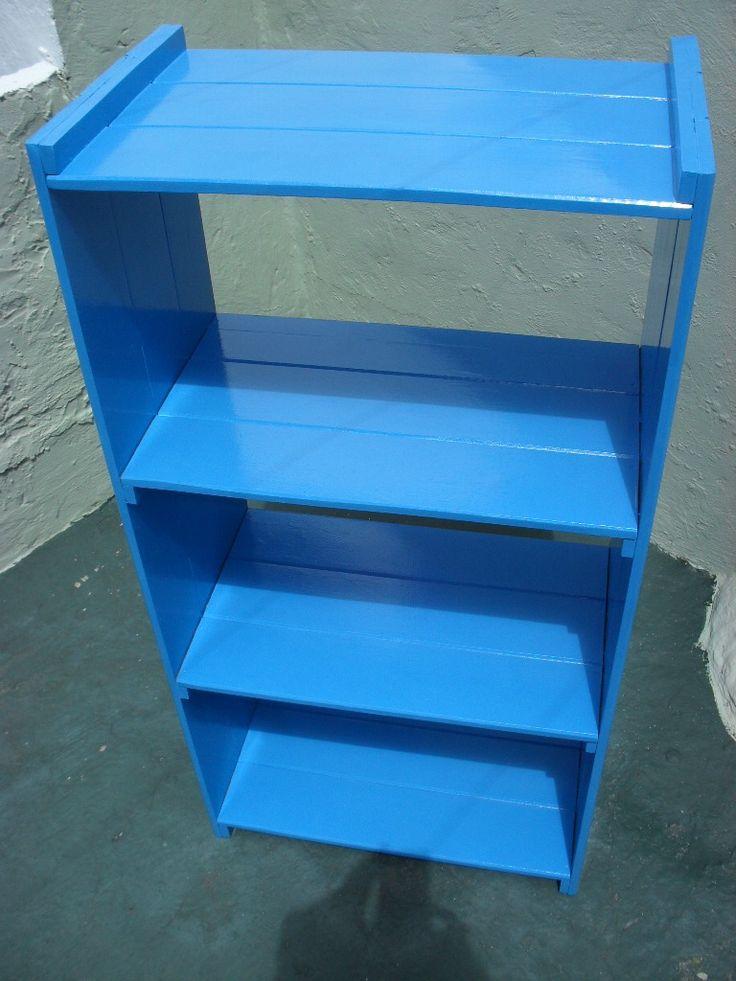 mueble de pino pintado con esmalte sintético  Mobiliario e