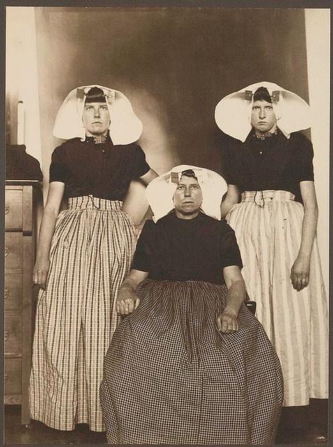 Dutch women at Ellis Island 1906