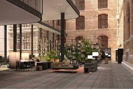 Conservatorium Hotel, Architect en designer Piero Lissoni zette strakke interieurs. Hij combineerde hedendaags meubilair met moderne klassiekers uit de vorige eeuw met architectuur van het oorspronkelijke bankgebouw als decor.  Strakke lampen van Lissoni zorgen voor sfeervolle warme verlichting in de lounge waar designstoelen te vinden zijn als de iconische LC3-leunstoel van Le Corbusier.