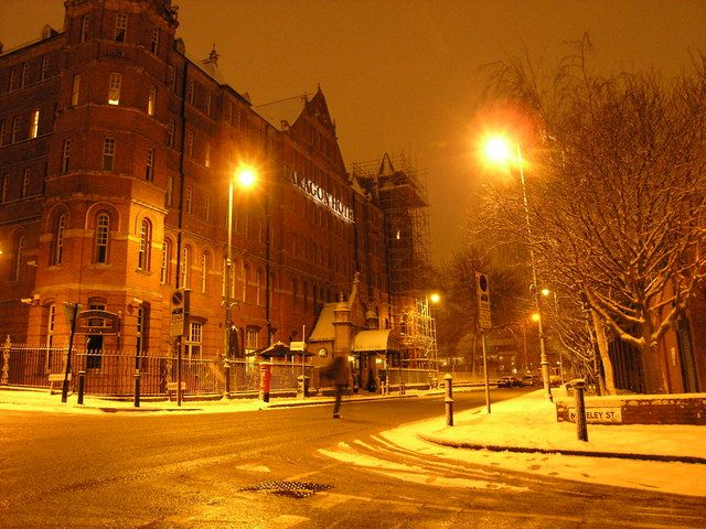 Looking the Restaurants, Food Shops, Bars and Cafes to Wine and Dine in the Birmingham? Birmingham Jewellery Quarter – This is one place known for its best restaurants, bars, nightlife cafes and food shops.