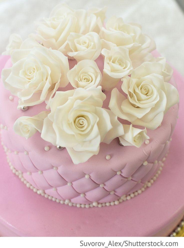 Rosa Hochzeitstorte Fondant mit weißen Rosen für russische Hochzeiten