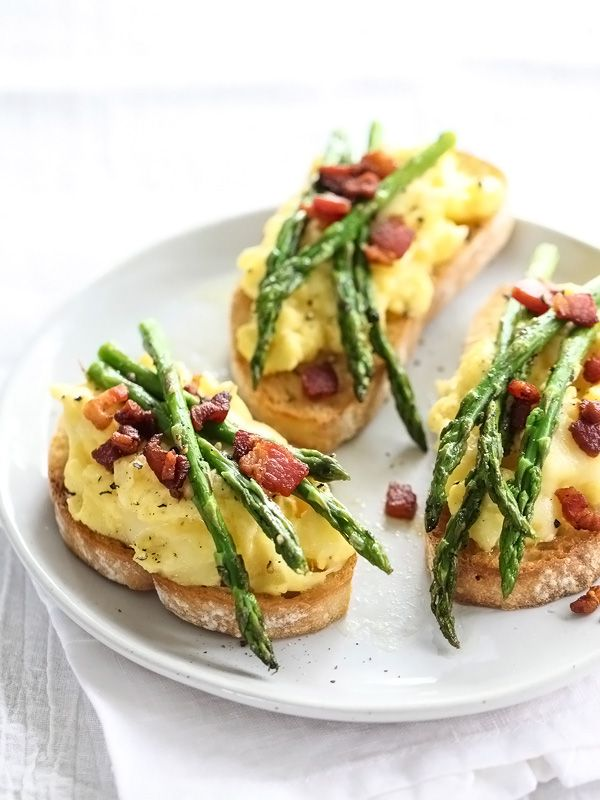 Scrambled Egg and Roasted Asparagus Toasts dress up for special ocassions or down for everyday. #recipe