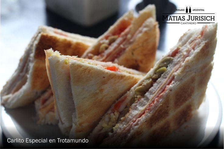 Carlito Especial -Jamon, Queso, Aceitunas, Morrones, Ketchup) en Trotamundo (San Martin y Urquiza, Rosario, Argentina)