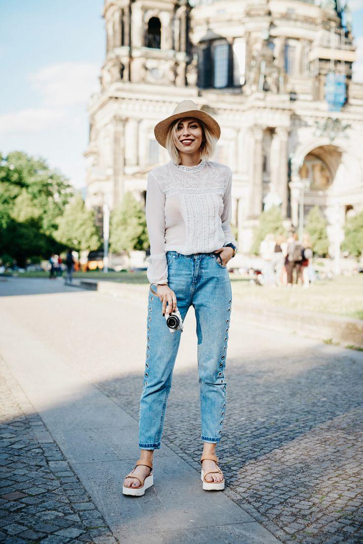 Teva Sandalen + Gewinnspiel | Fashion Blog from Germany / Modeblog aus Deutschland, Berlin. White blouse+jeans+brown plattform sandals+straw hat. Summer outfit 2016