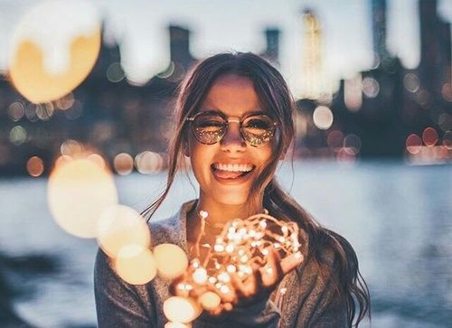 Imagen de light, girl, and beautiful, cute, city excited, chirstmas, happy, smile, glasses, tees christine and night