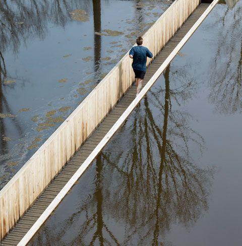 Durchs Wasser gehen – Laufgrabenbrücke in den Niederlanden von Ro&Ad Architekten   STYLEPARK