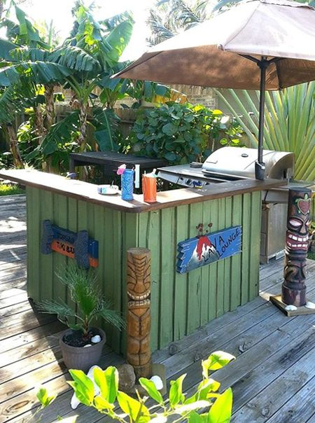 DIY outdoor bar ideas wood tikki bar