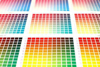 Latex für Innenwände in allen Farben.      PVC-Rohre oder Metall lassen sich sehr gut mit einem Anstrich aus Latexfarbe versehen.