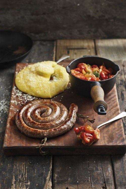 Polenta, Sausage and Peppers..the way it should be served and eaten. (translate)