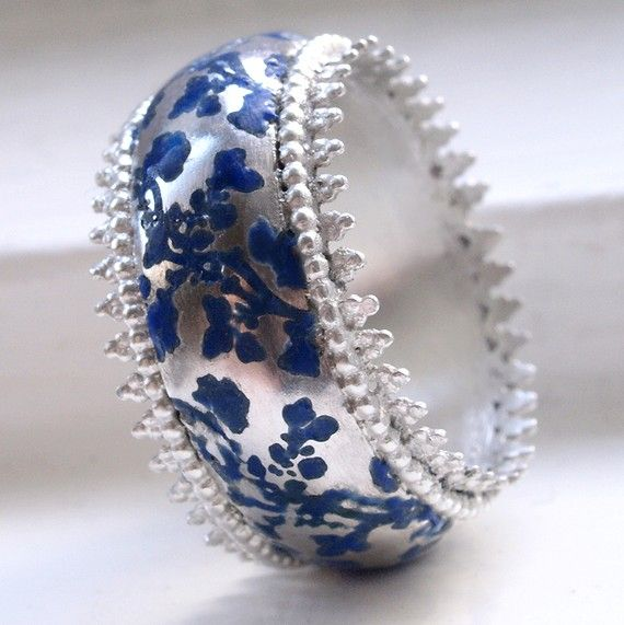 Beautiful ring... don't know if it's  genuinely vintage, but  I love the old-style enamel work