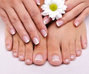 HOW TO GET STRONG NAILS NATURALLY