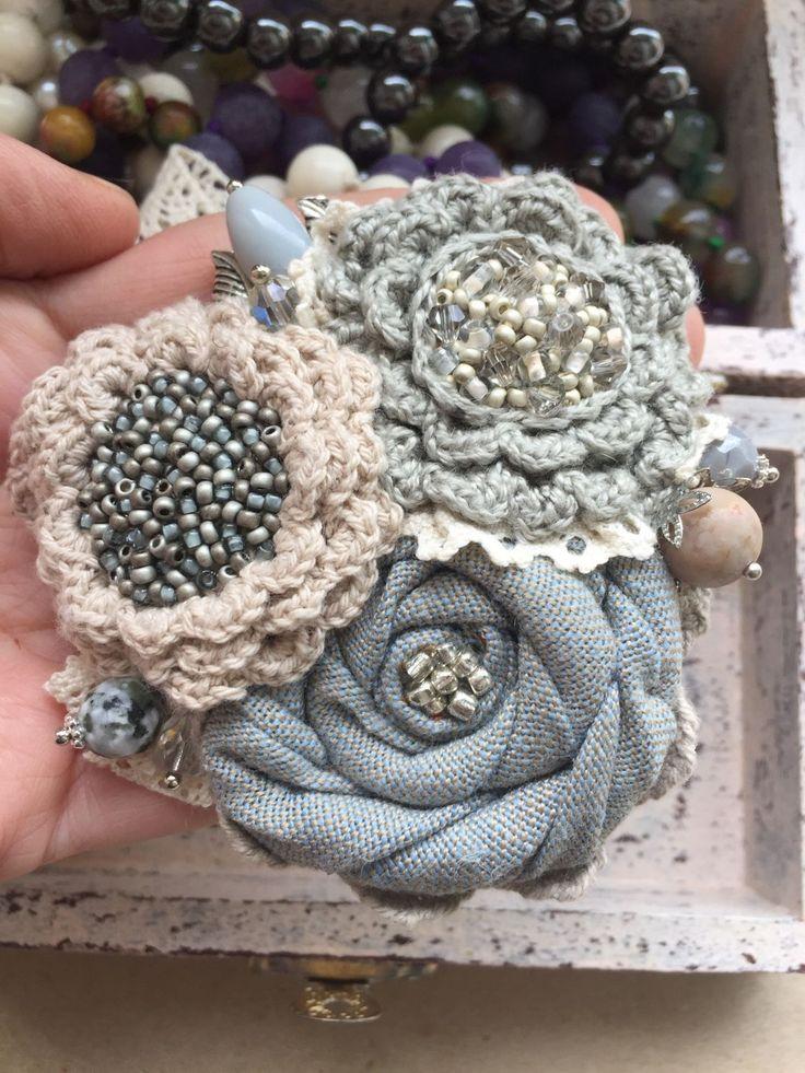"""Купить Вязано-текстильная брошь """"Северный ветер"""" - зимняя палитра, пастельные оттенки, пастельные тона"""