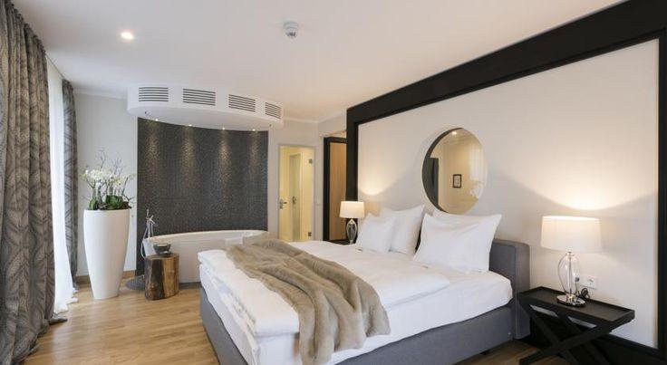 €79,90 Das Hofhotel Grothues-Potthoff in Senden liegt 38 km von Dortmund entfernt und bietet klimatisierte Zimmer sowie kostenfreie Privatparkplätze.