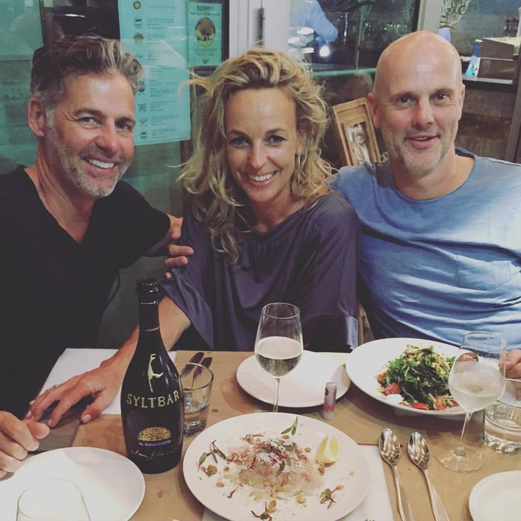 @mobmiami having a late Lunch with our amazing SYLTBAR Model and Friend. Catching up what is next.........:We love #oysterbarmidtown #freshfood#freshfish #ceviche perfect served with #syltbarprosecco or #syltbarrose #perfectservice#specialoysters #tryitout — with Claus Blohm and Frederic Kimmel at Midtown Oyster Bar.