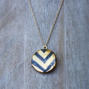 acanthus jewelry: Chevron Patterns, Crafts Ideas, Gifts Ideas, Acanthus Jewelry, Chevron Lockets, Holidays Gifts, Gold Necklaces, Chevron Necklaces, Chains Length