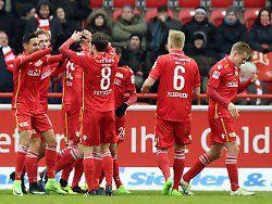 Der 1. FC Union Berlin bleibt den Topteams in der zweiten Fußball-Bundesliga auf den Fersen. Die Köpenicker schlagen den Deutschen Sportclub aus Bielefeld und festigen Rang vier. Der VfB Stuttgart zieht seine Kreise – und St. Pauli gewinnt schon wieder.