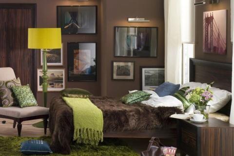 Сочетание коричневого и зеленого в спальне
