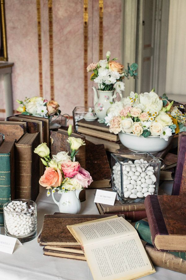 confettata idea vintage con libri - fotografia matrimonio Innocenti Studio