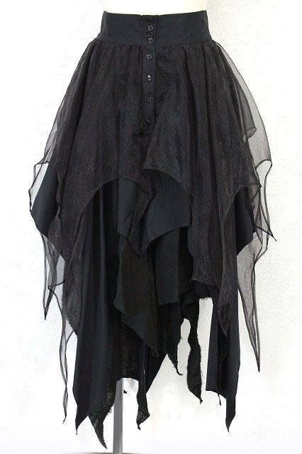 Seen on Best Goth, Facebook-- square skirt, easy enough to make...