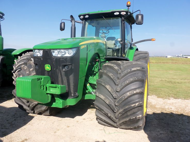 335hp john deere 8335r with big wide tires john deere for Big tractor tires for free