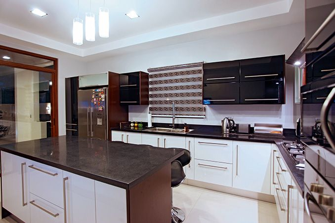 A kitchen island must have a good clearance around it for continuous traffic flow, outlets for gadgets and appliances, storage for dinnerware and cookware, and enough leg room for more comfy seating.