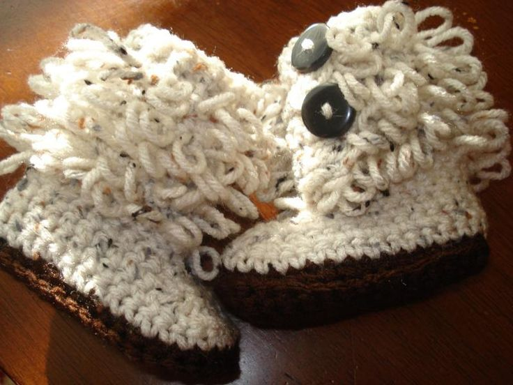 too adorable not to share- Loop Stitch Baby Boots Free Pattern/tutorial (there's even a video). LOOK HOW PRECIOUS!! We don't even have a baby in the family, but I've got to make these!!