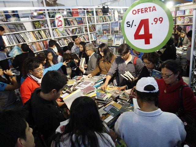 La asistencia al FIL Lima 2014 fue de 448 000 personas esto supera las asistencias de temporadas pasadas.