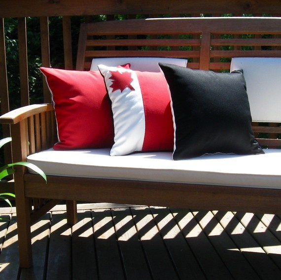 Outdoor Canada Pillows - perfect for July 1st! #Canada_Day #patio #deck #decor