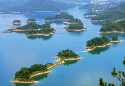 Go to the Thousand Island Lake in China
