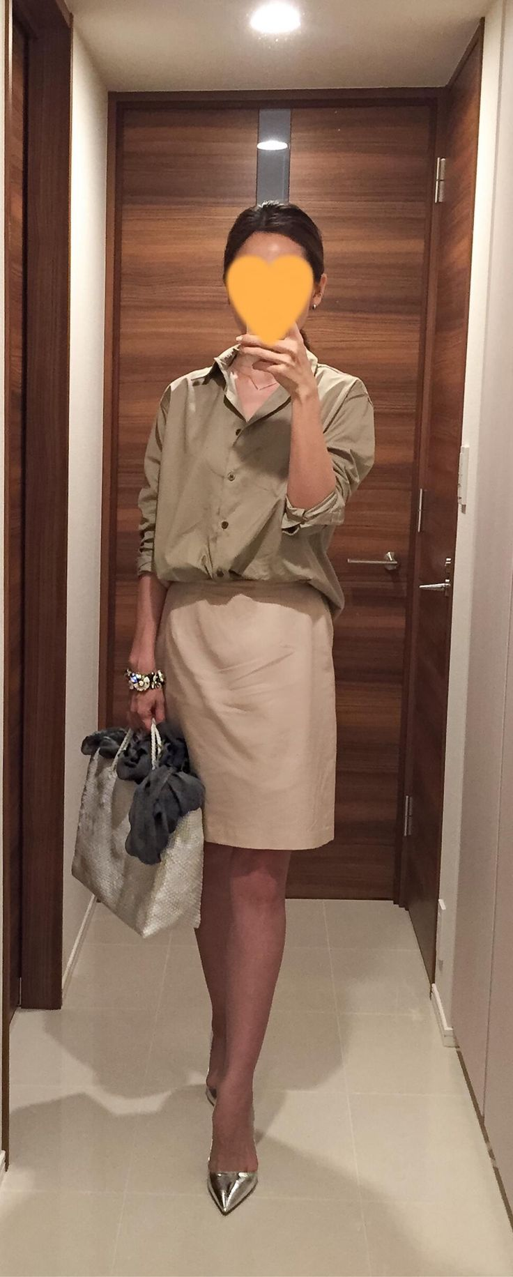 Khaki shirt: martinique, Pink skirt: Tomorrowland, White bag: la kagu, Silver heels: Jimmy Choo