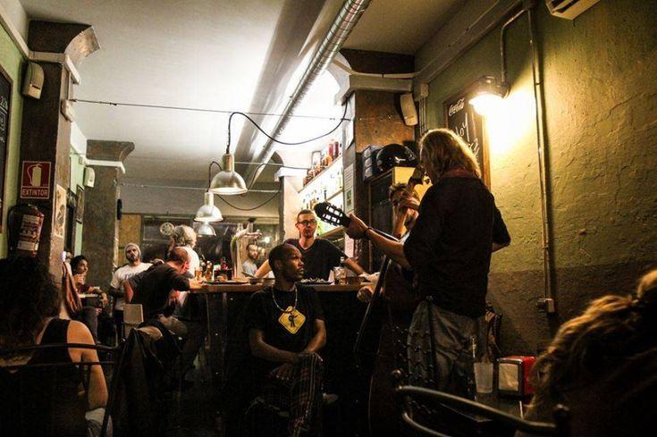 ¡Música de primera calidad con actuaciones en vivo y todo el fútbol en directo en el restaurante Gran Torino Garage Bar de Barcelona!  Música de primera qualitat amb actuacions en viu i tot el futbol en directe al restaurant Gran Torino Garatge Bar de Barcelona!  + info: http://www.bcn.info/es/barri-gotic/donde-comer/restaurantes/gran-torino-garage-bar-barcelona/  #restauranterecomendado