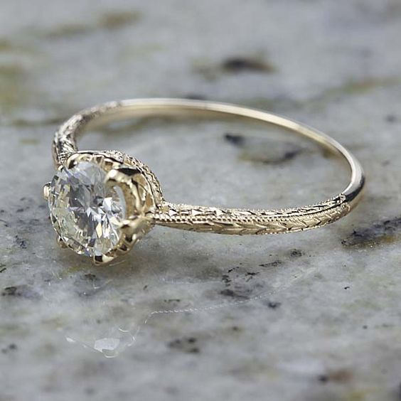 Relica Edwardian Engagement ring – 3376-01  Do: Detail on Band Don't: Solitary Stone Don't: Round Center Stone Do: Get Oval Center Stone Do: Add Oval Halo