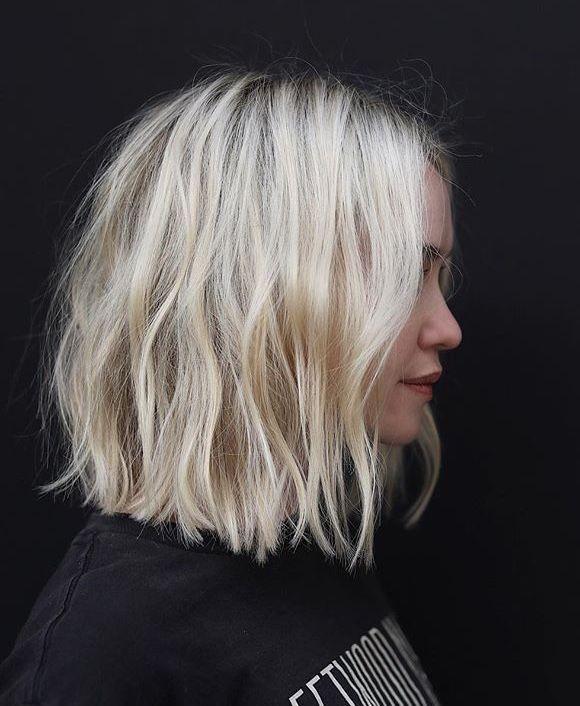 Blonder welliger Bob, kurze wellige Bob-Frisur. Inspo gewelltes Haar. Kurzes Haa…