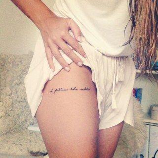 Algumas tatuagens, por mais simples que sejam, carregam uma certa sensualidade. E aparte do corpo pode influenciar muito.Fomos...