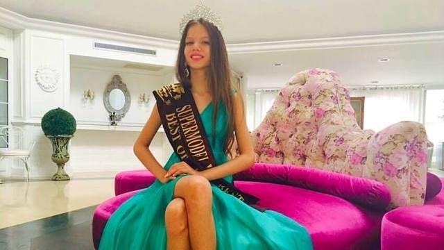 Dupa cinci ani de pregatire in modelling si prezentari de moda, inclusiv pentru designerul Catalin Botezatu, Bianca a reusit pana acum sa aiba propria emisiune de moda pentru copii, la un post de …