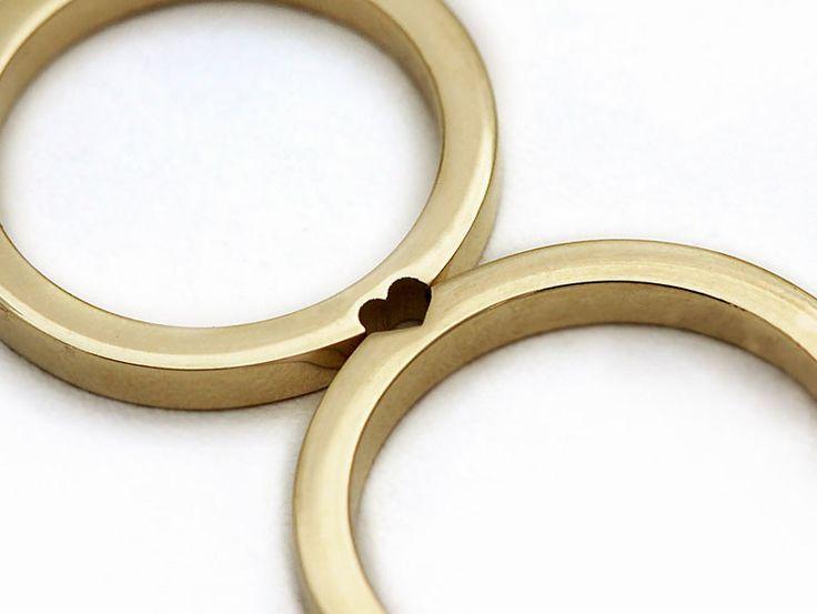 Láska je vtedy, keď si jeden bez druhého nedokážu predstaviť život. Zamilovaný pár je kompletný iba vtedy, keď sú dvaja spolu. Presne tieto veci symbolizujú prstene, ktoré…