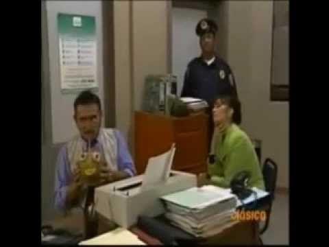 Varios - Que nos Pasa - Héctor Suárez - YouTube