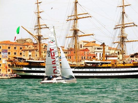 Per la prima volta a Venezia il BOAT SHARING: dal 14 luglio inizia l'attività di condivisione di 10 barche Elan 210 della flotta DUVETICA per la Compagnia della Vela. http://www.nuvolari.tv/eventi-nautica/duvetica-compagnia-vela-venezia