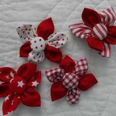 Lot 4 fleurs pour confection bijou barrette broche  couleurs rouge vert